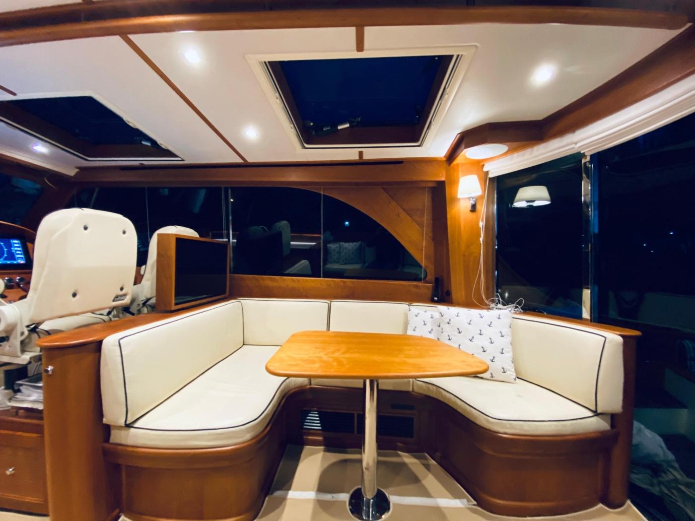 2018 Hinckley Talaria 48 MKII, Salon starboard settee