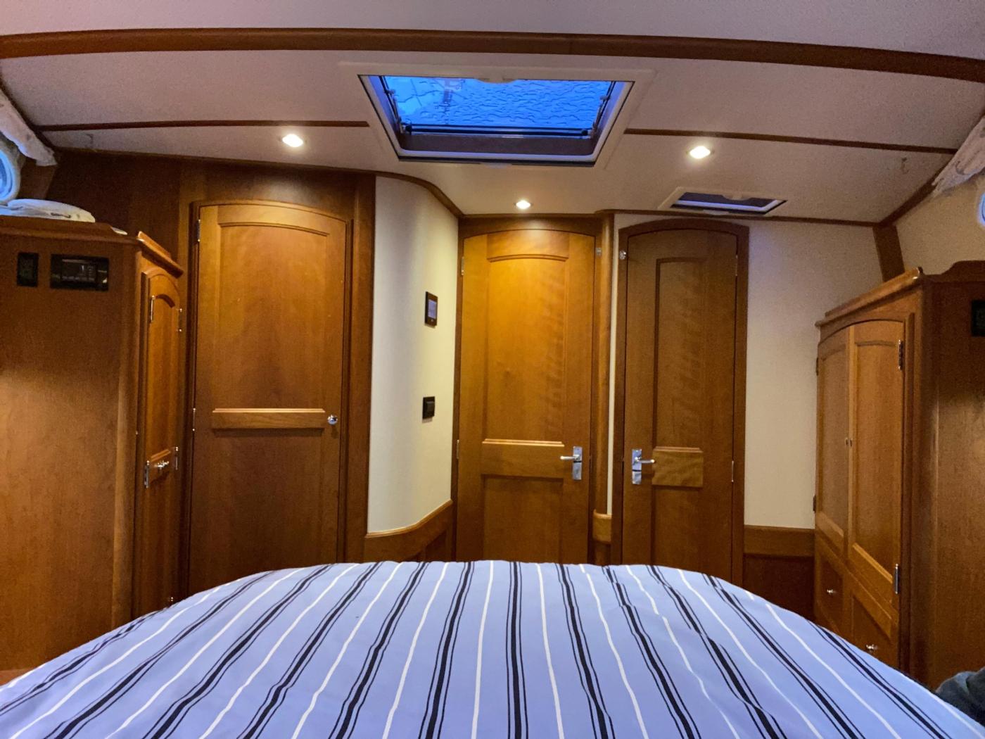 2018 Hinckley Talaria 48 MKII, Master cabin aft