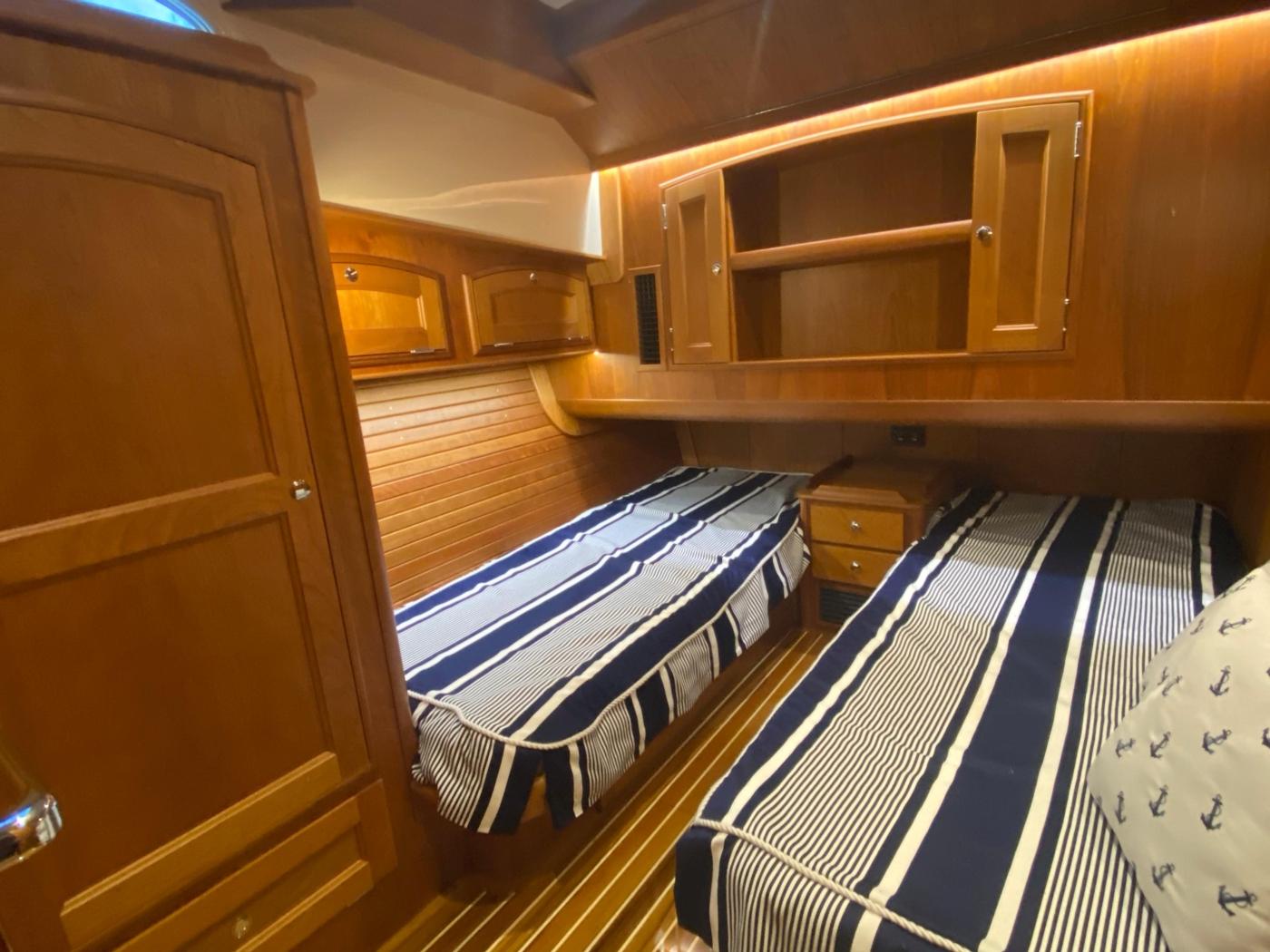 2018 Hinckley Talaria 48 MKII, Guest cabin