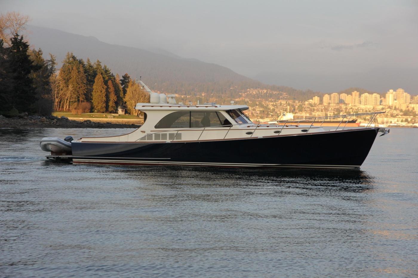 2018 Hinckley Talaria 48 MKII, Starboard profile