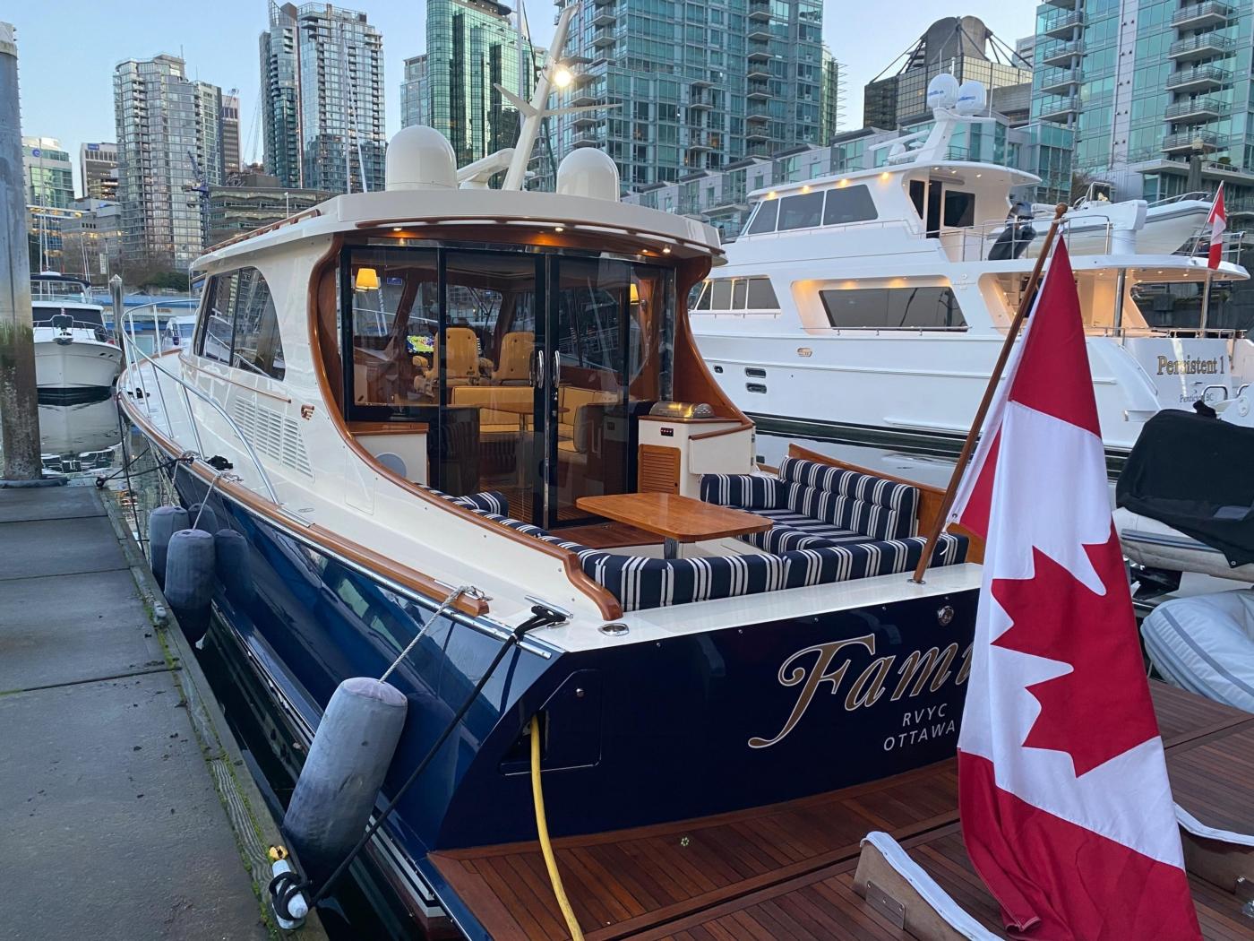 2018 Hinckley Talaria 48 MKII, At dock port
