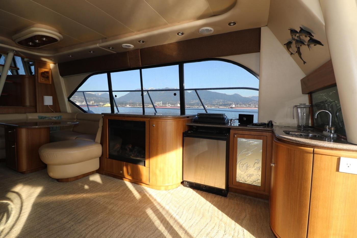 1999 Bayliner 5788 Pilot House Motoryacht, Entertainment Console