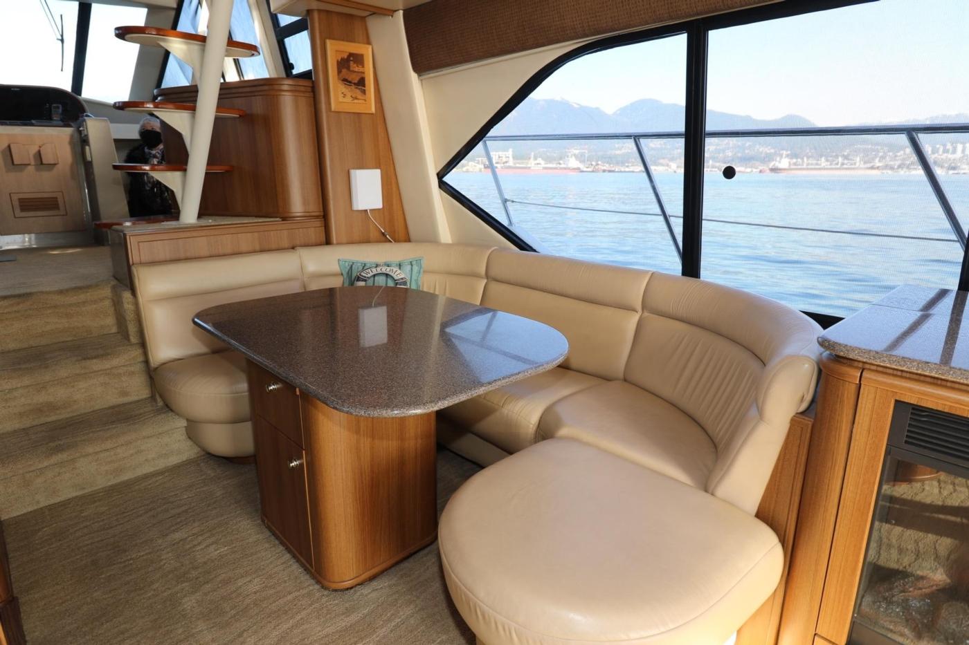 1999 Bayliner 5788 Pilot House Motoryacht, Dinette and Table