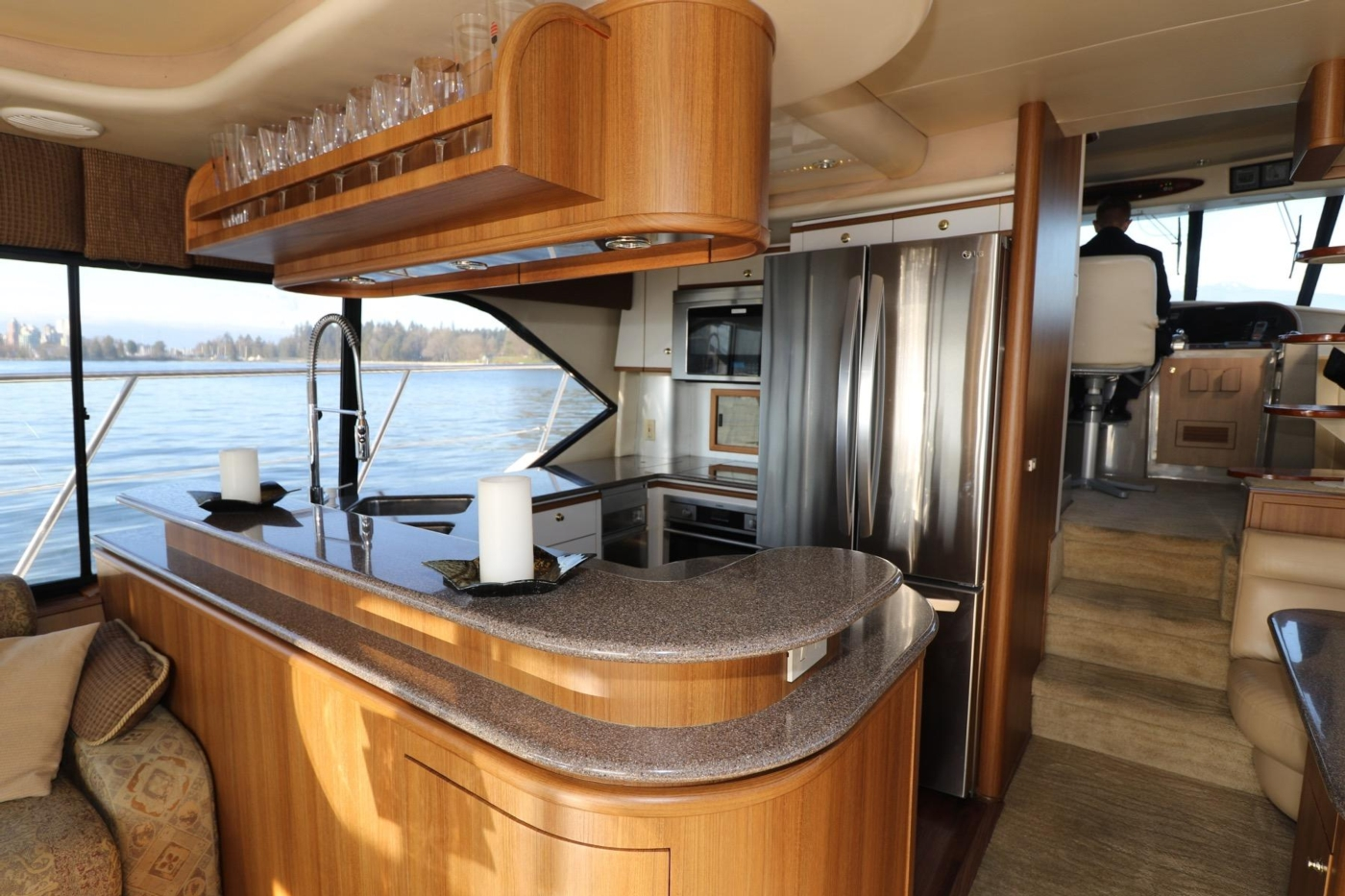 1999 Bayliner 5788 Pilot House Motoryacht, Galley and Pilothouse