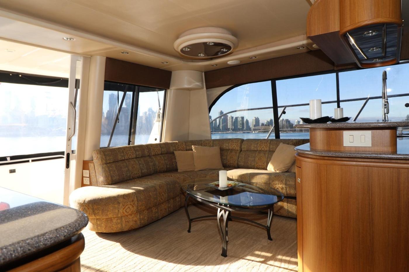 1999 Bayliner 5788 Pilot House Motoryacht, Salon