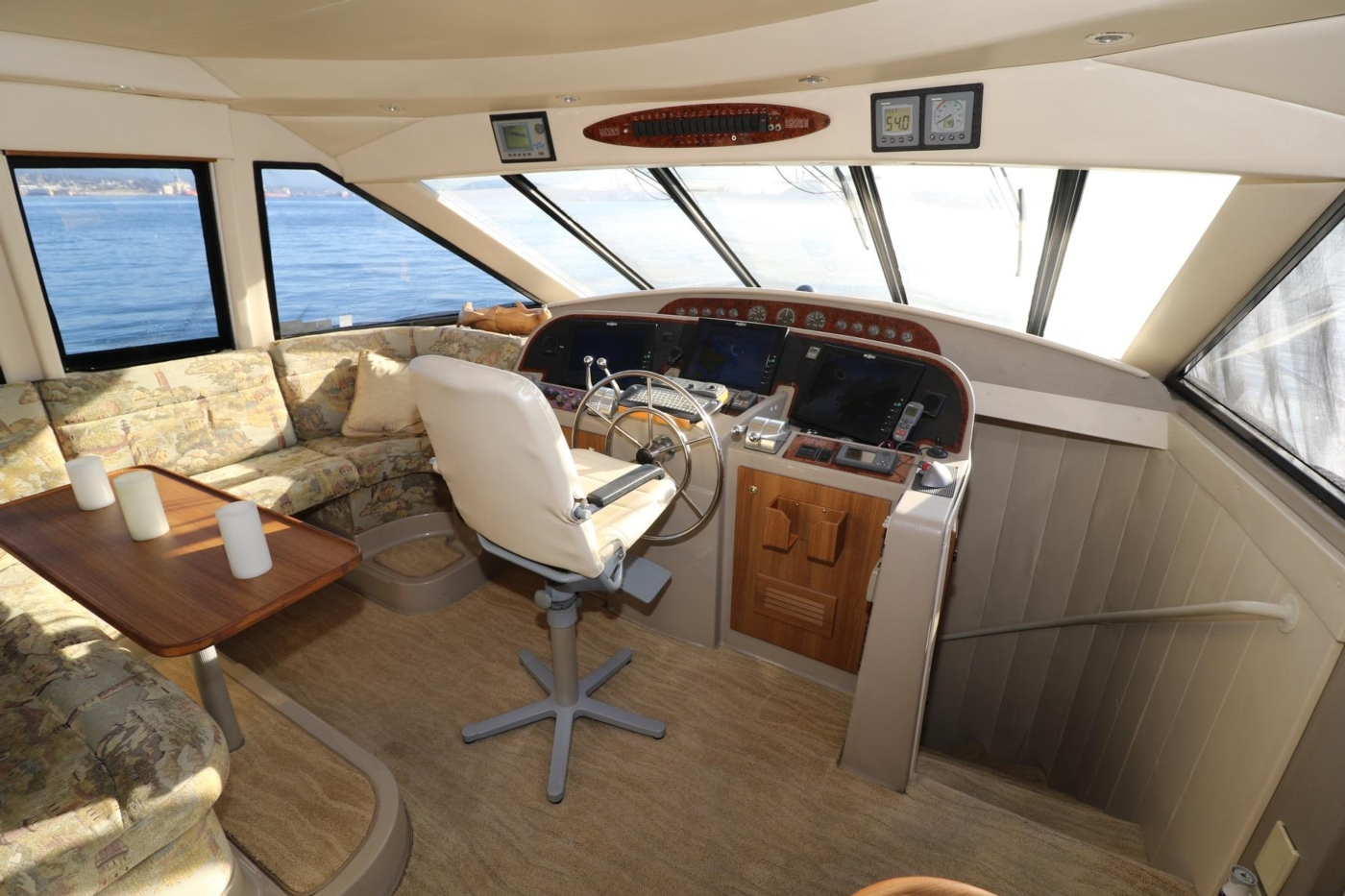 1999 Bayliner 5788 Pilot House Motoryacht, Pilothouse Looking Forward