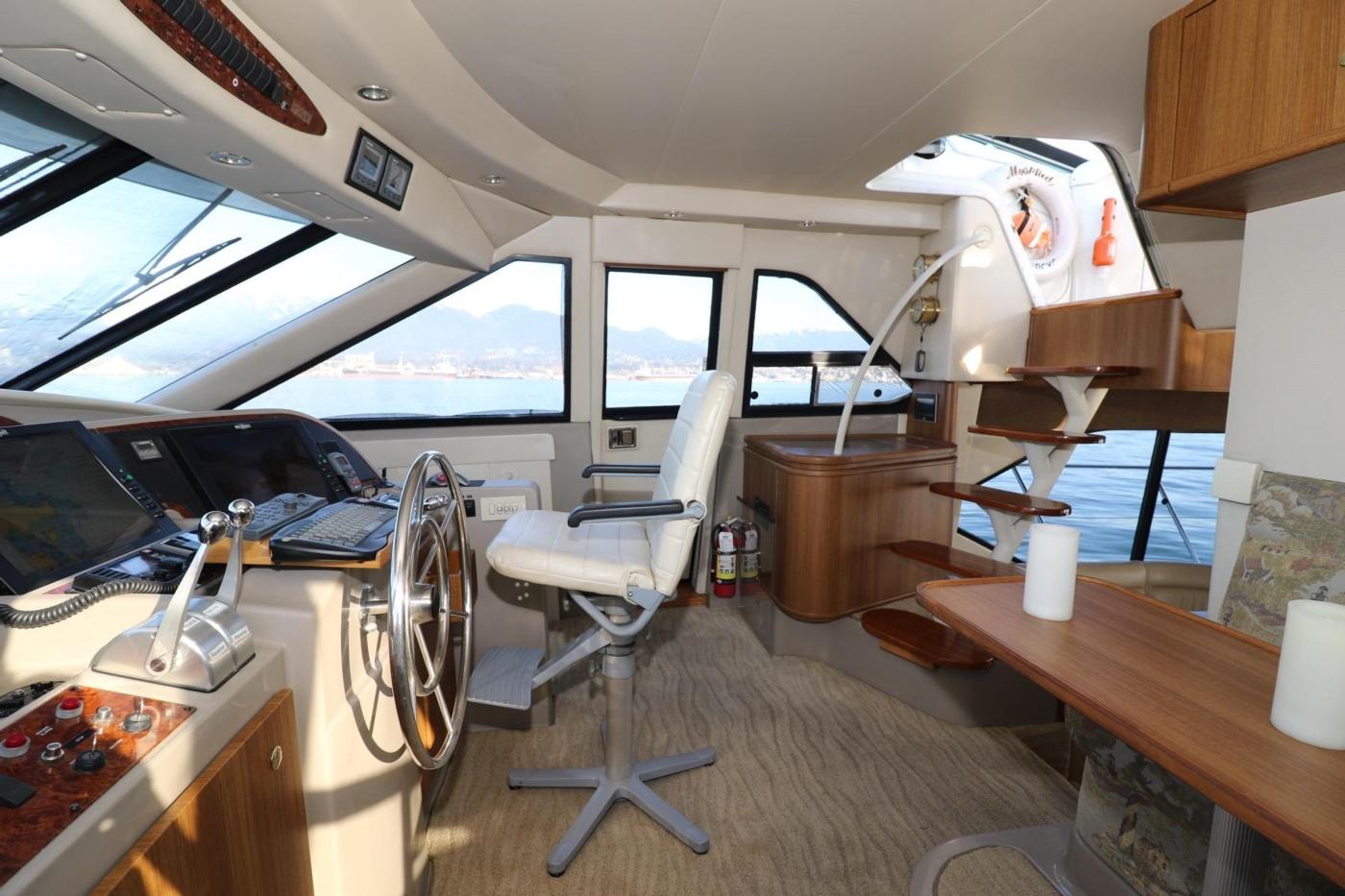 1999 Bayliner 5788 Pilot House Motoryacht, Pilothouse Starboard