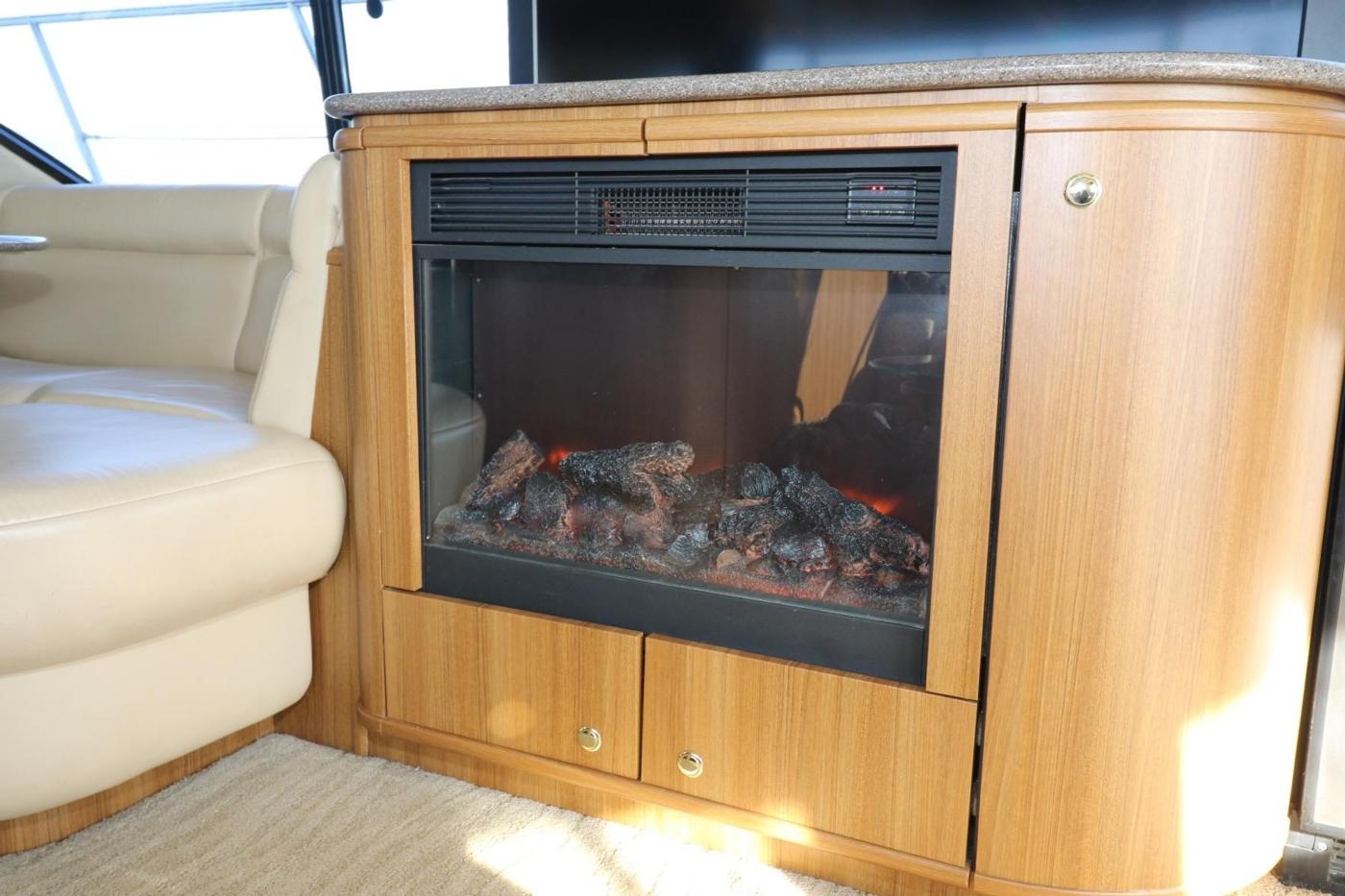1999 Bayliner 5788 Pilot House Motoryacht, Electtric Fireplace
