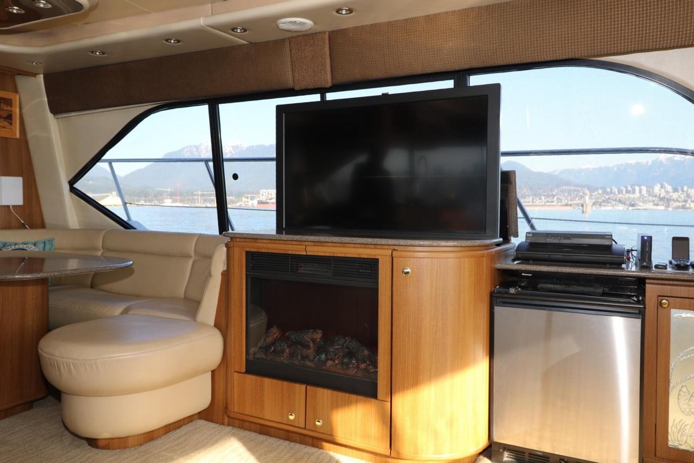 1999 Bayliner 5788 Pilot House Motoryacht, Flat Screen TV