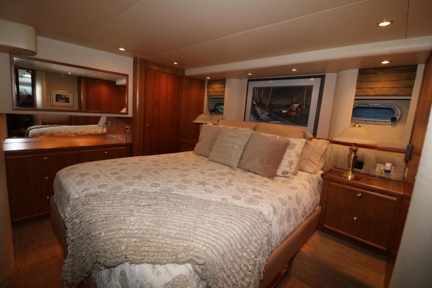 1999 Bayliner 5788 Pilot House Motoryacht, Master Stateroom