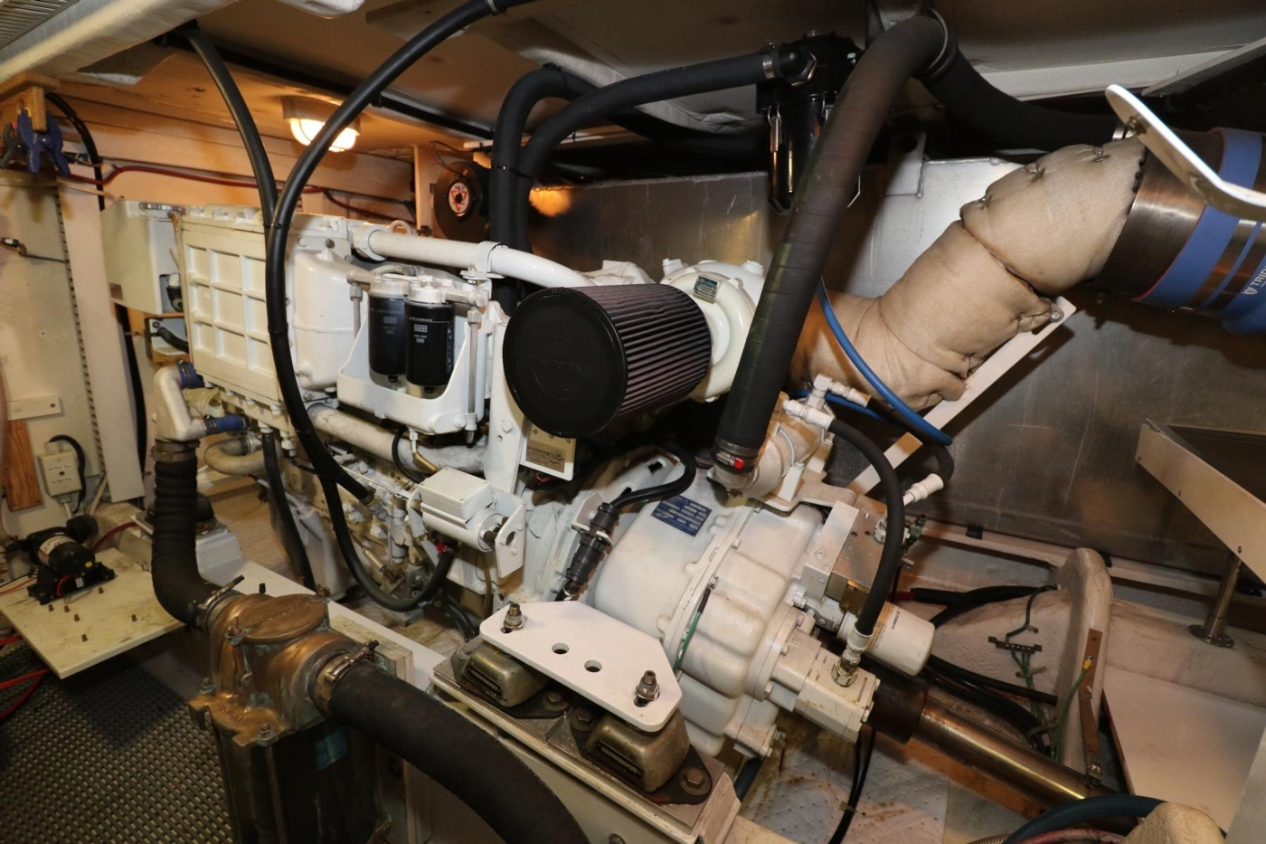 1999 Bayliner 5788 Pilot House Motoryacht, Starboard Engine