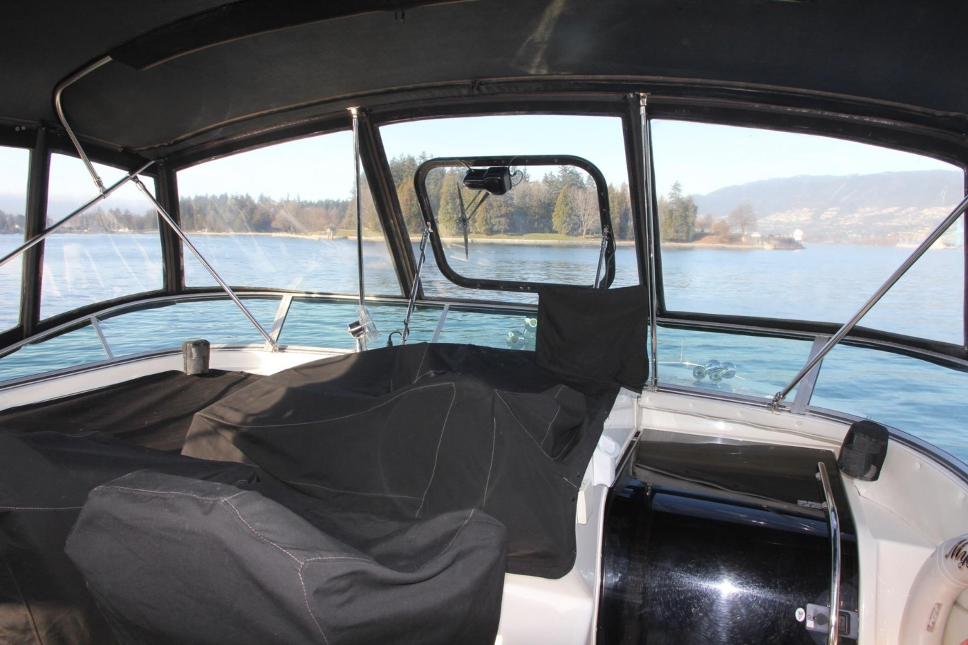 1999 Bayliner 5788 Pilot House Motoryacht, Canvas Covers Helm Station