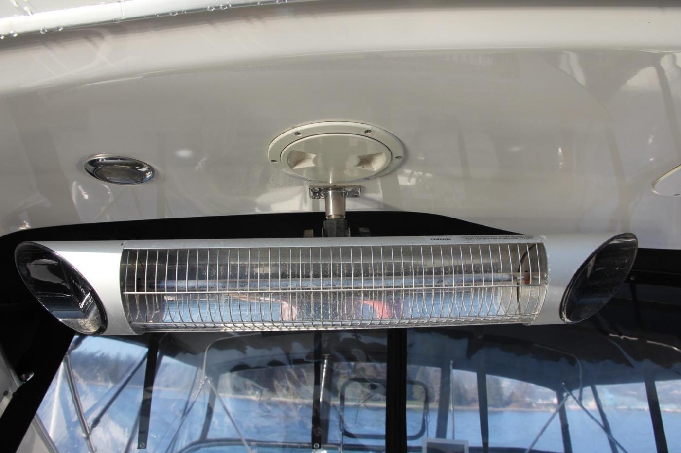 1999 Bayliner 5788 Pilot House Motoryacht, Infra-red Heater