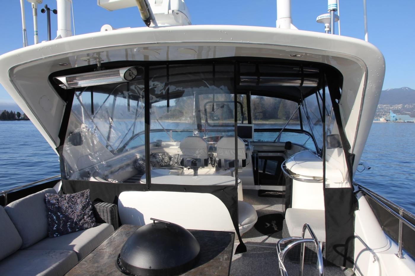 1999 Bayliner 5788 Pilot House Motoryacht, Entertainment Area Looking Forward