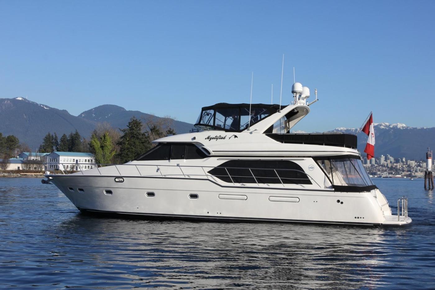 1999 Bayliner 5788 Pilot House Motoryacht, Portside Profile