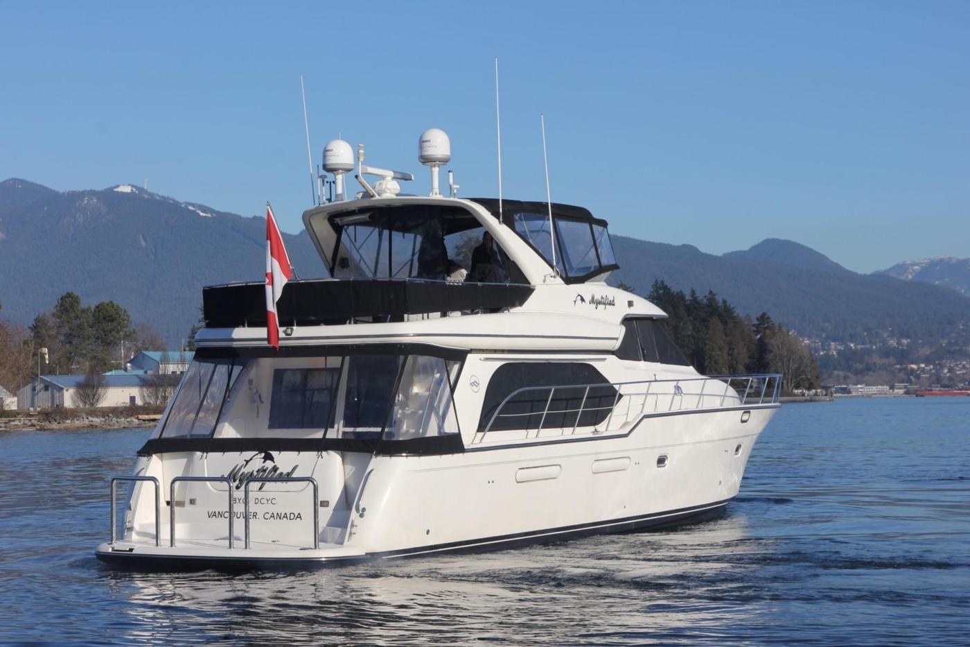 1999 Bayliner 5788 Pilot House Motoryacht, Vessel Profile Aft