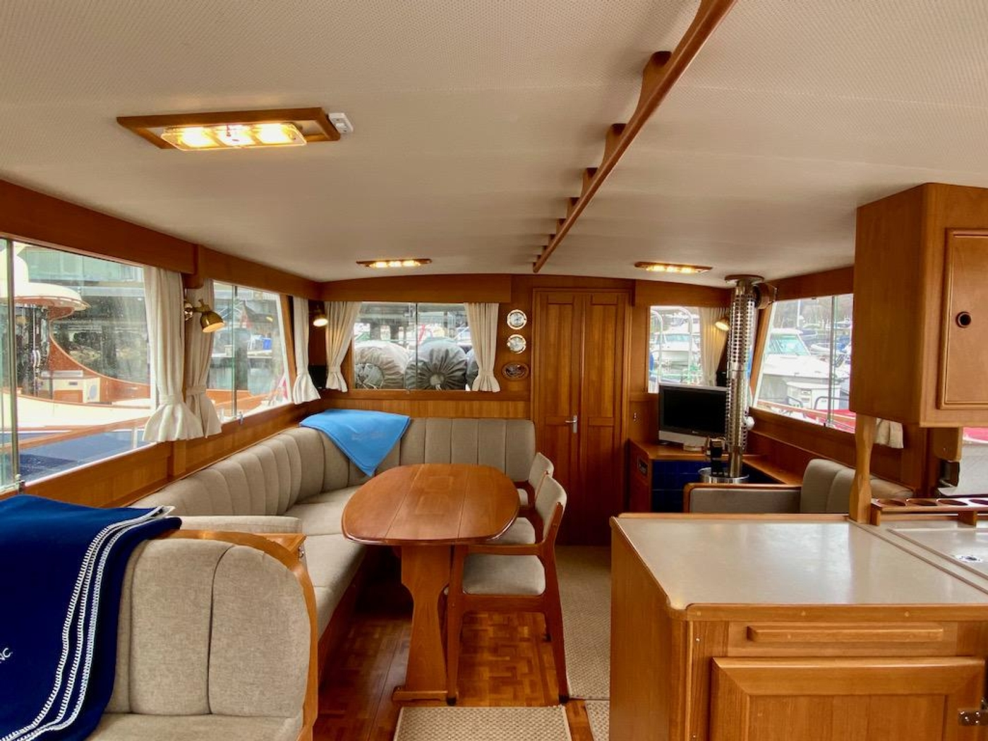 1998 Grand Banks 42 Classic, Salon looking aft