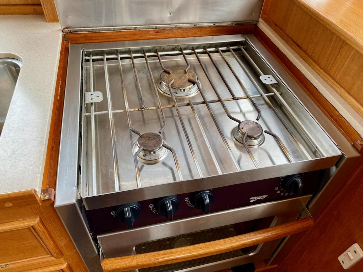 1998 Grand Banks 42 Classic, Galley stove