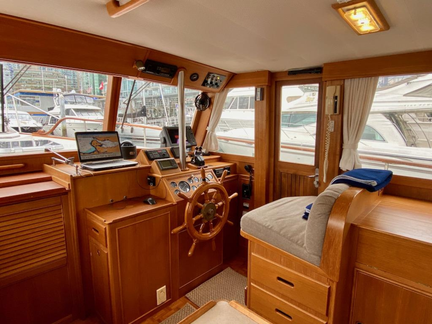 1998 Grand Banks 42 Classic, Lower helm 2