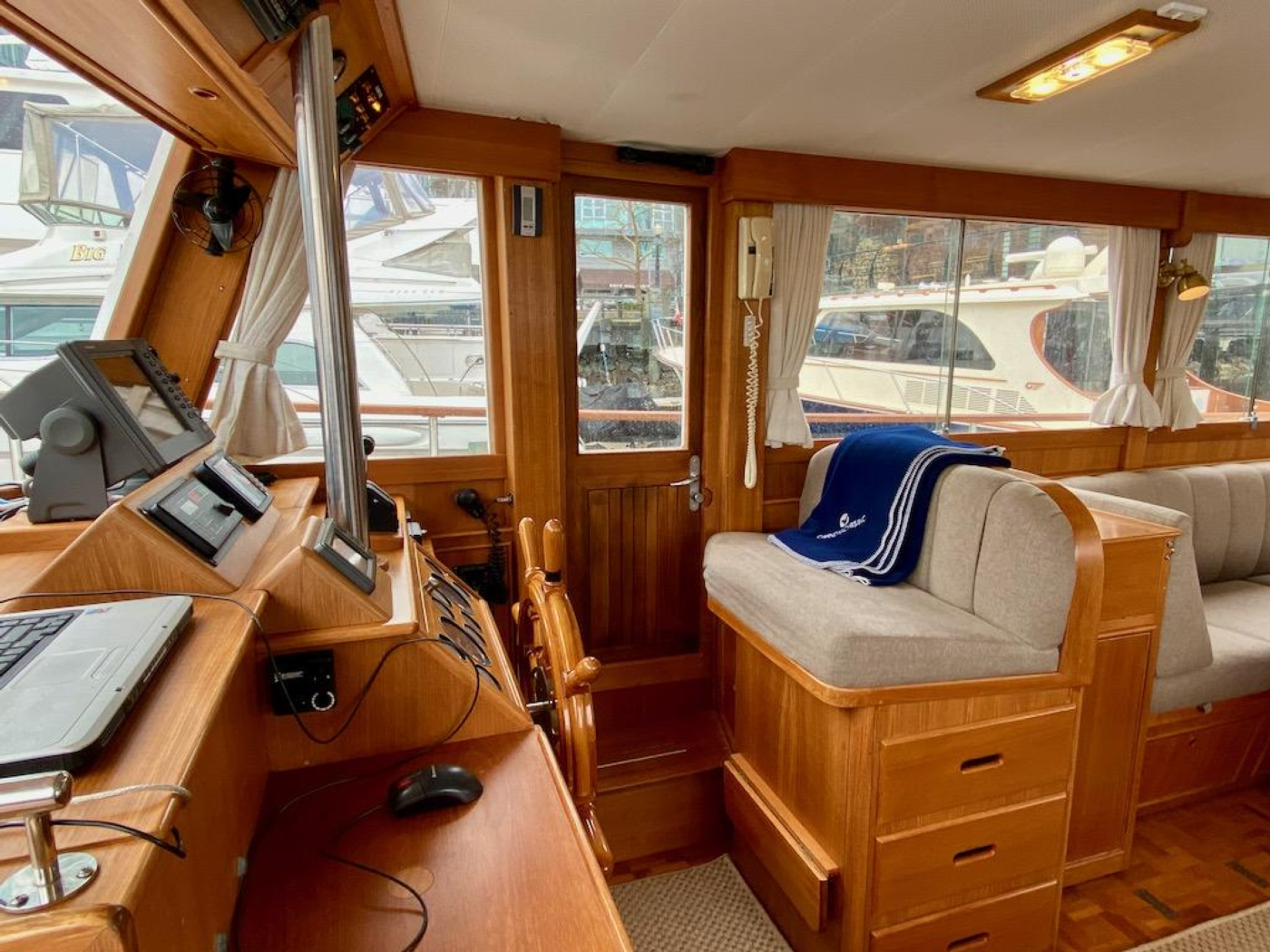1998 Grand Banks 42 Classic, Lower helm 5