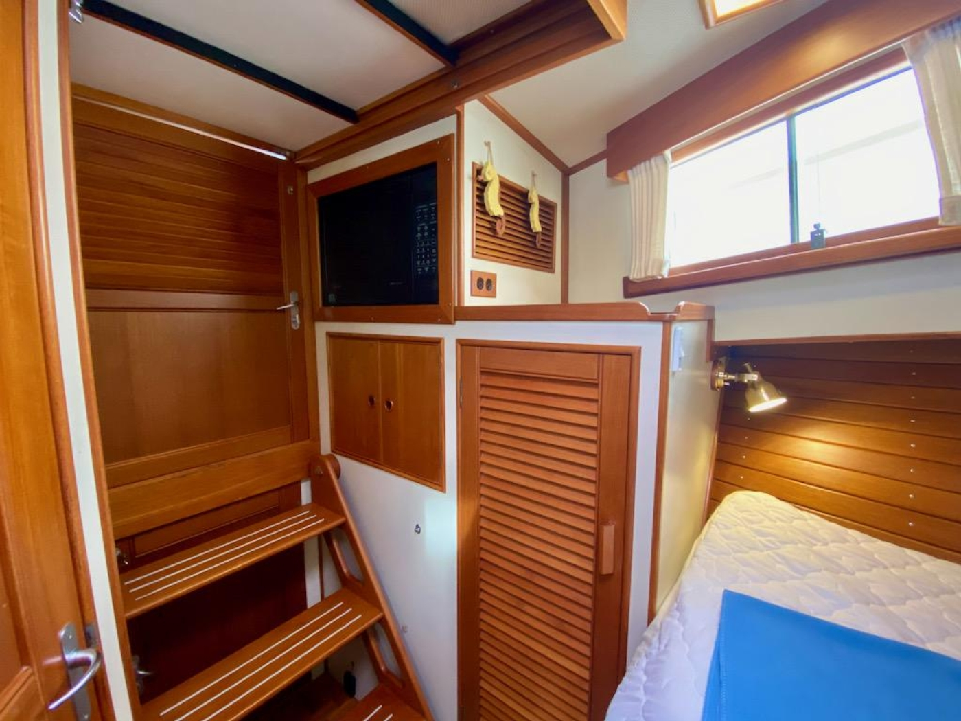 1998 Grand Banks 42 Classic, Fwd guest cabin storage 2