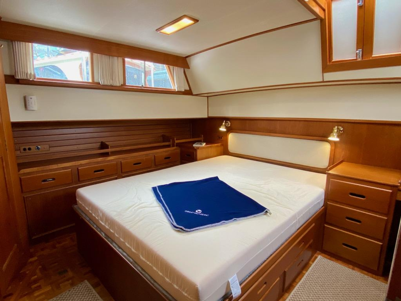 1998 Grand Banks 42 Classic, Aft cabin berth