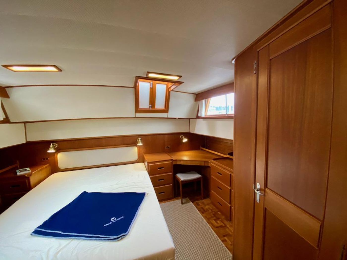 1998 Grand Banks 42 Classic, Aft cabin