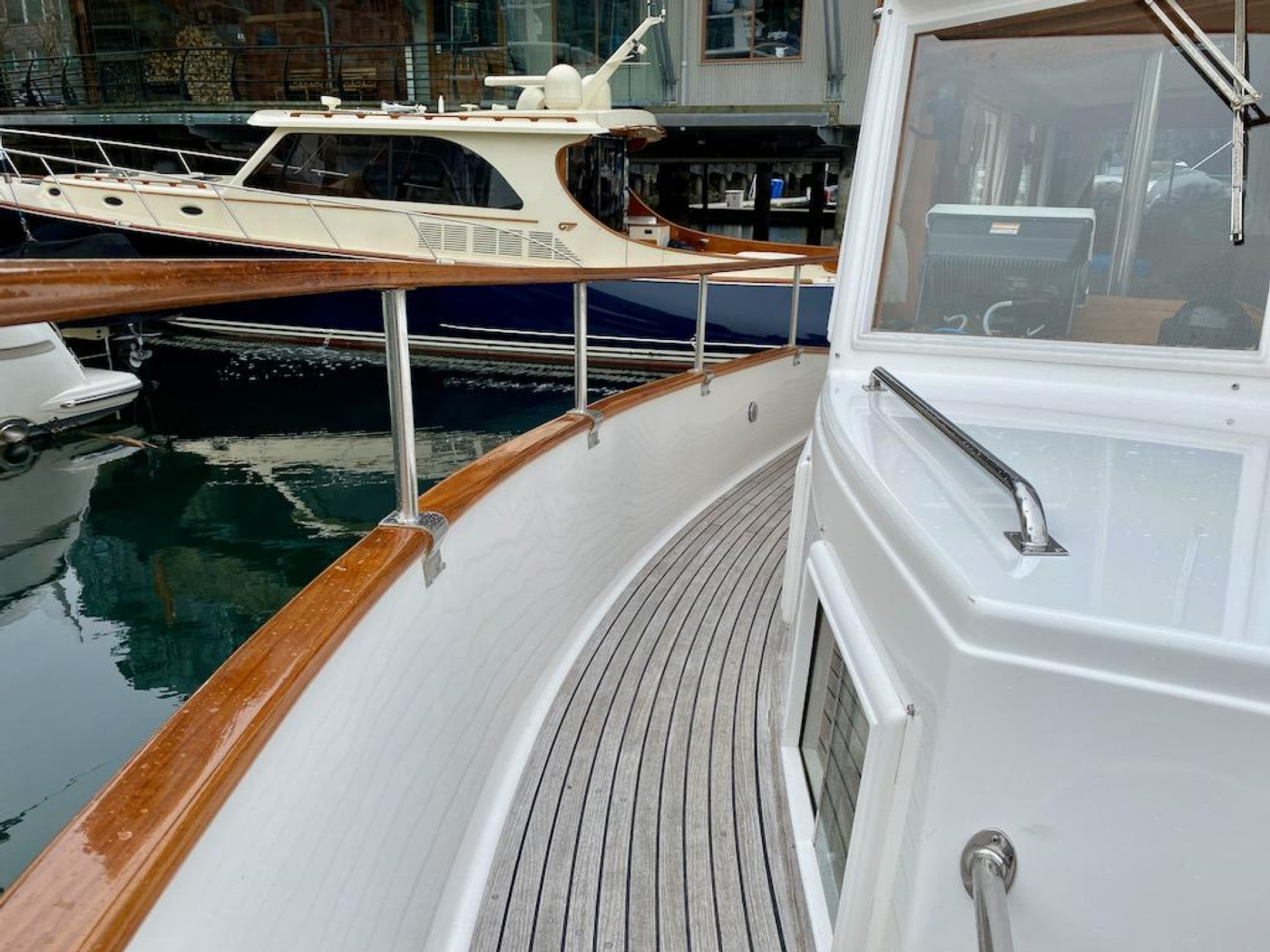 1998 Grand Banks 42 Classic, Starboard deck