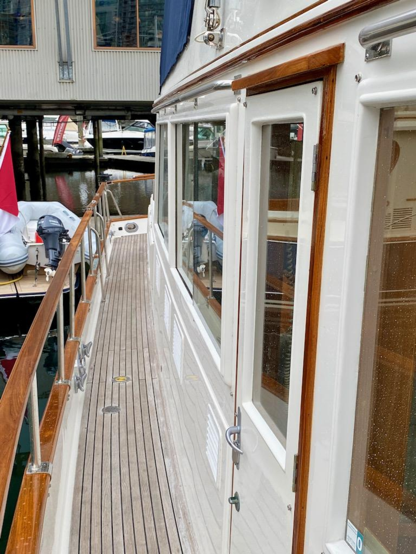 1998 Grand Banks 42 Classic, Starboard side deck