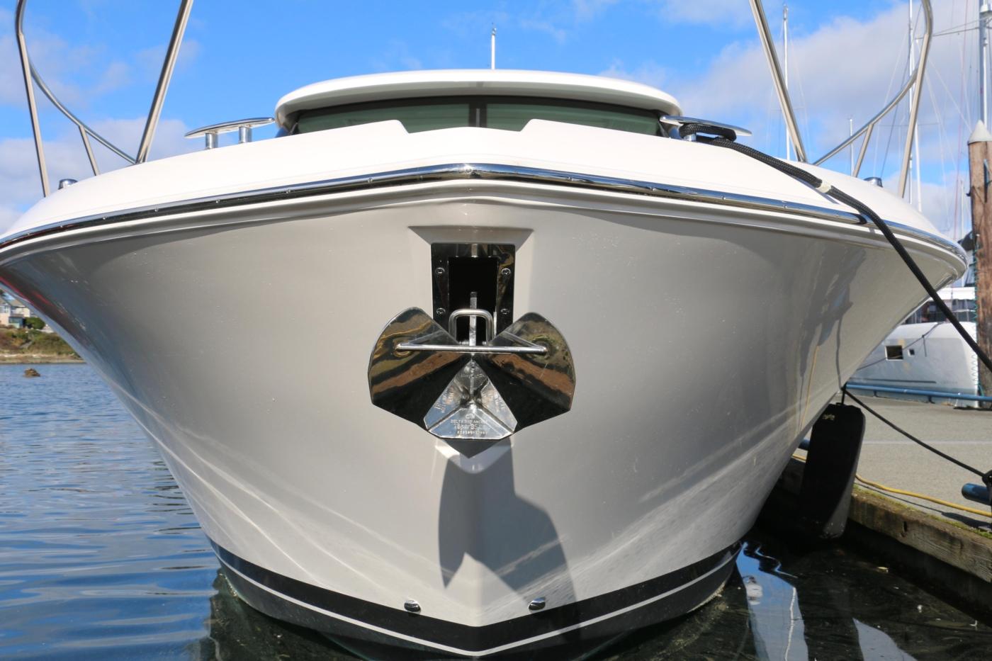 2018 Tiara Yachts 39 Coupe, Anchor