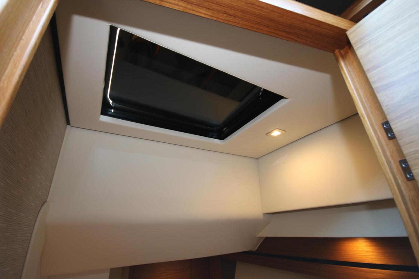 2018 Tiara Yachts 39 Coupe, Skylight