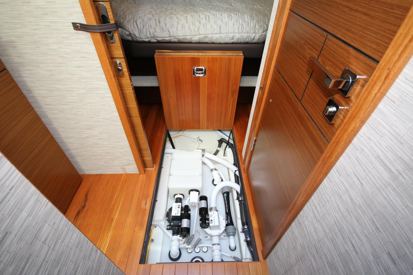 2018 Tiara Yachts 39 Coupe, Plumbing