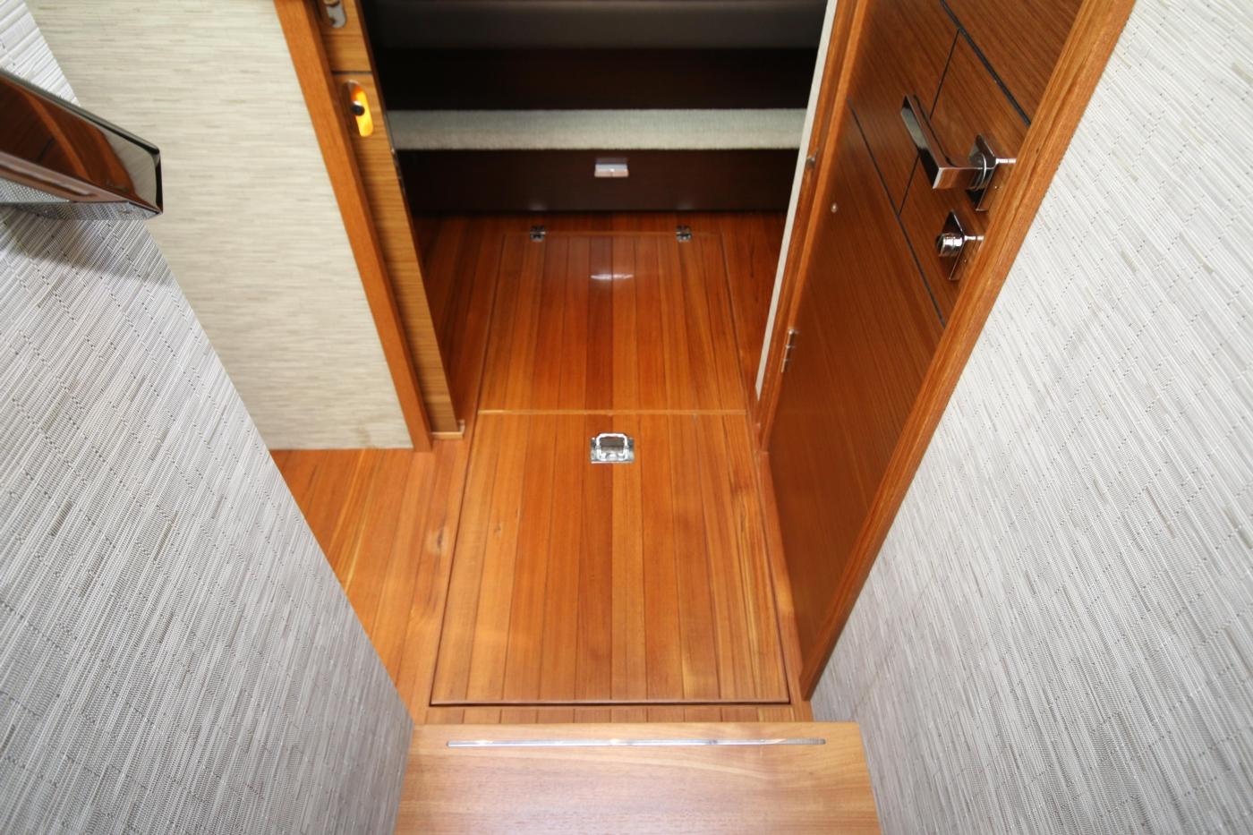 2018 Tiara Yachts 39 Coupe, Atrium