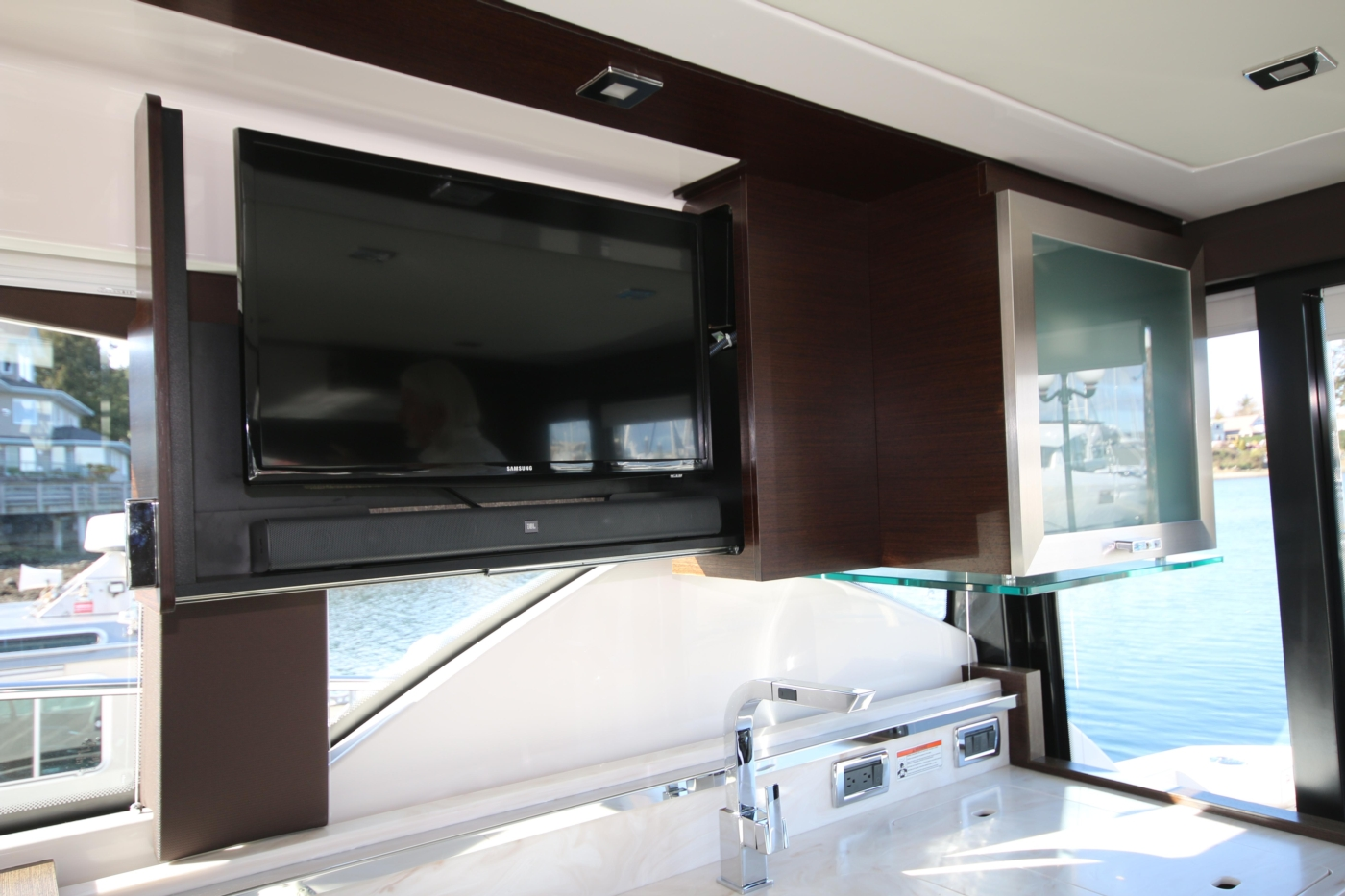 2018 Tiara Yachts 39 Coupe, Pull-out TV