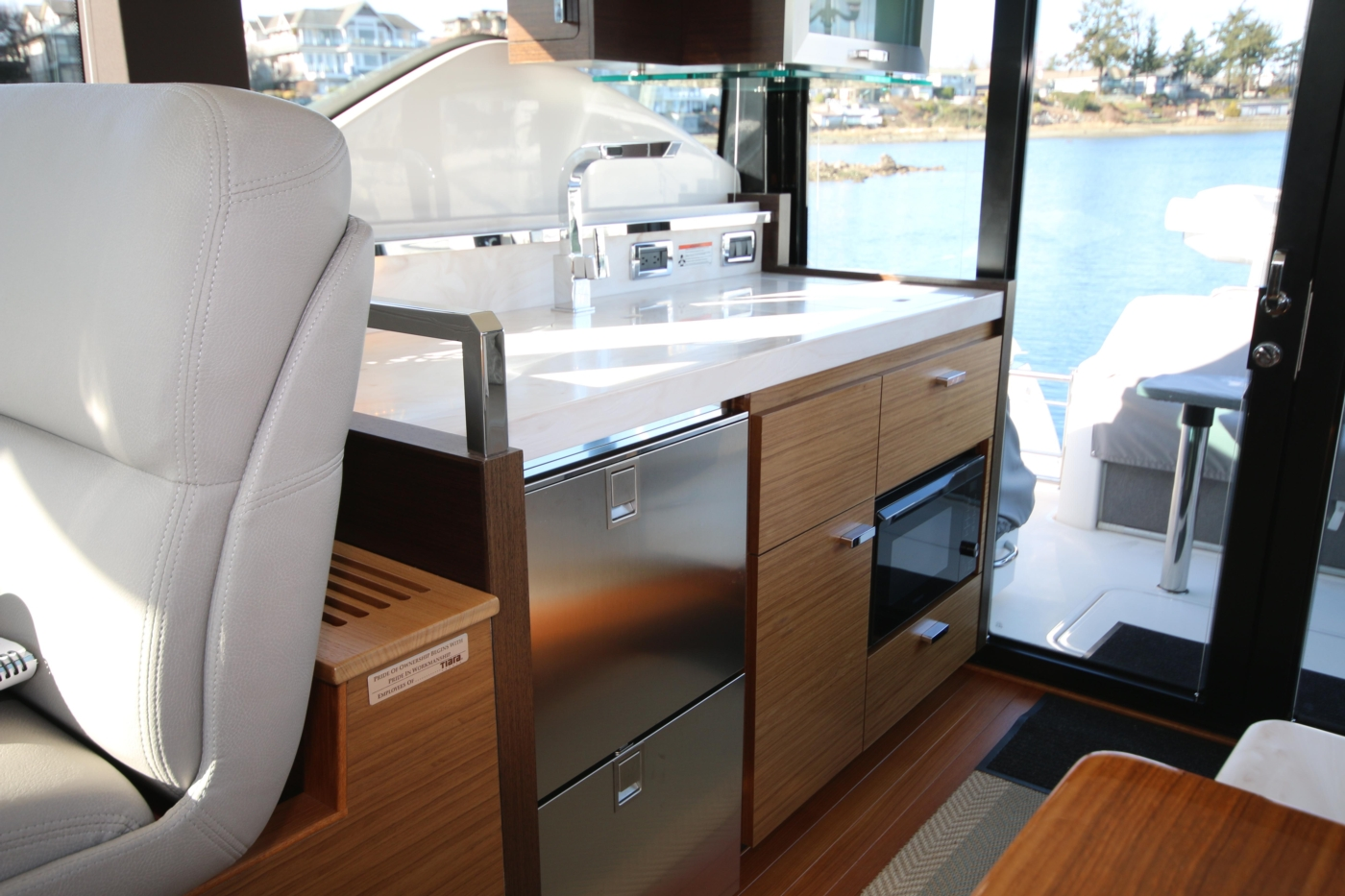 2018 Tiara Yachts 39 Coupe, Galley