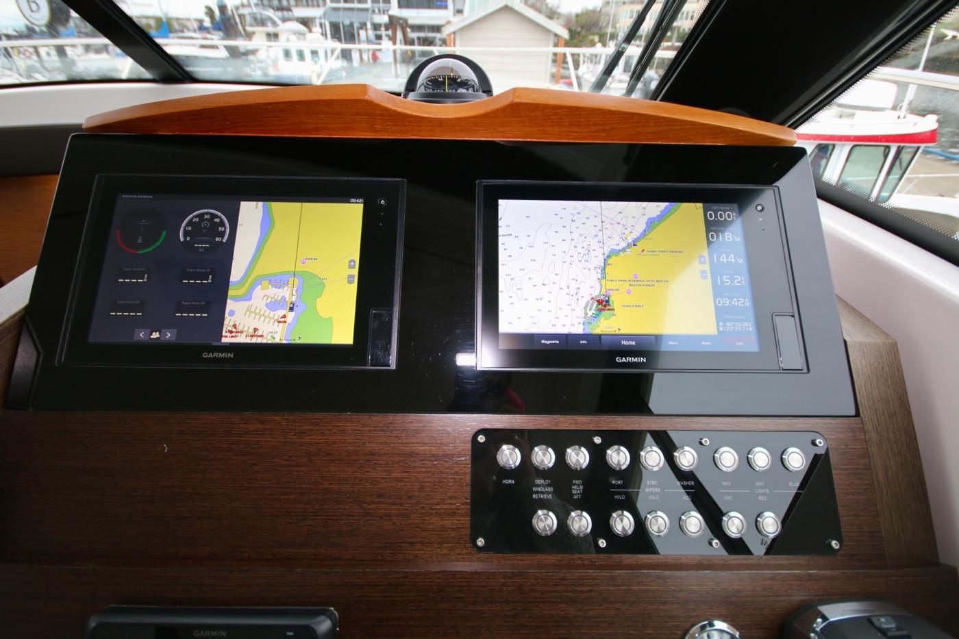 2018 Tiara Yachts 39 Coupe, Garmin monitors