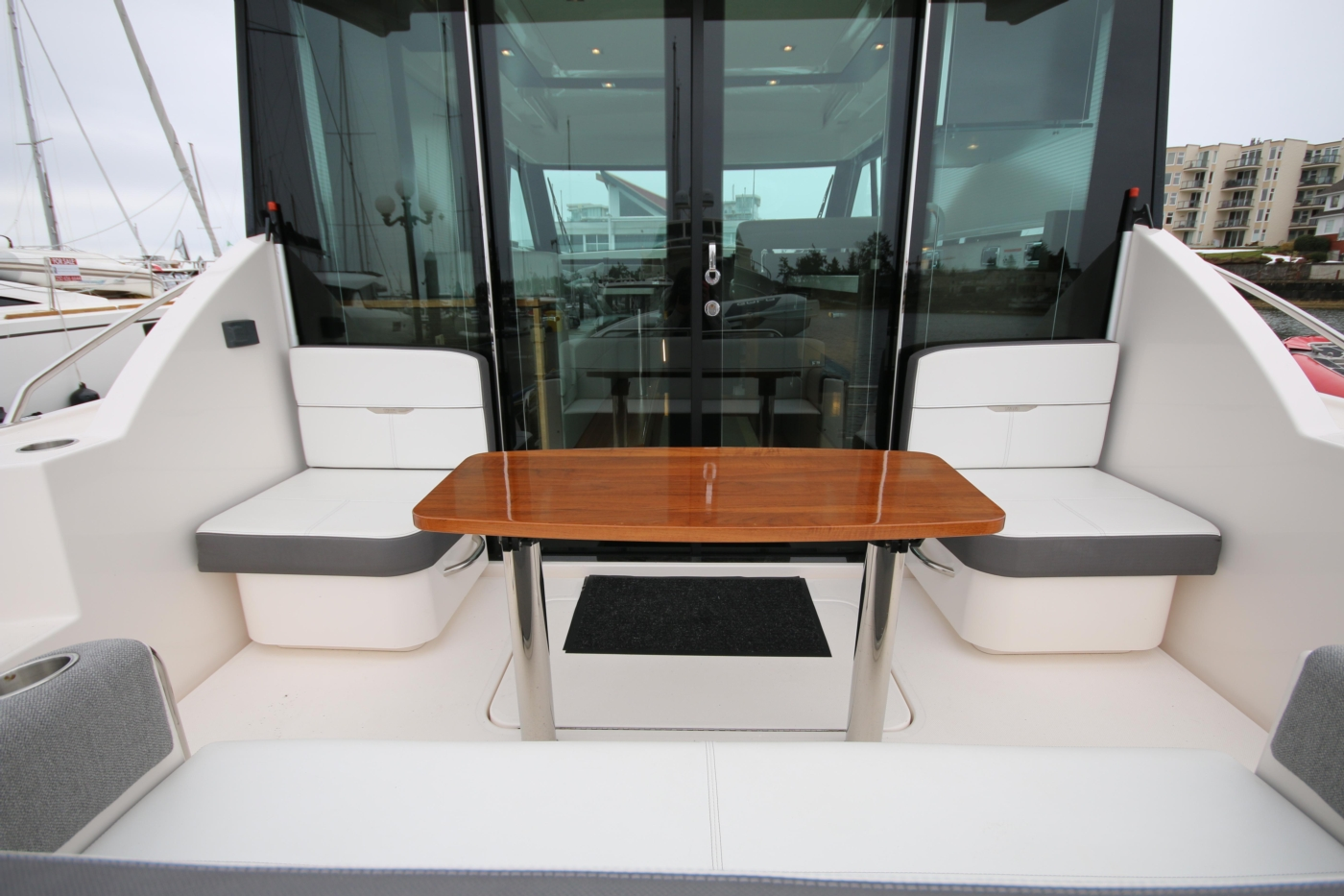 2018 Tiara Yachts 39 Coupe, Sliding glass doors