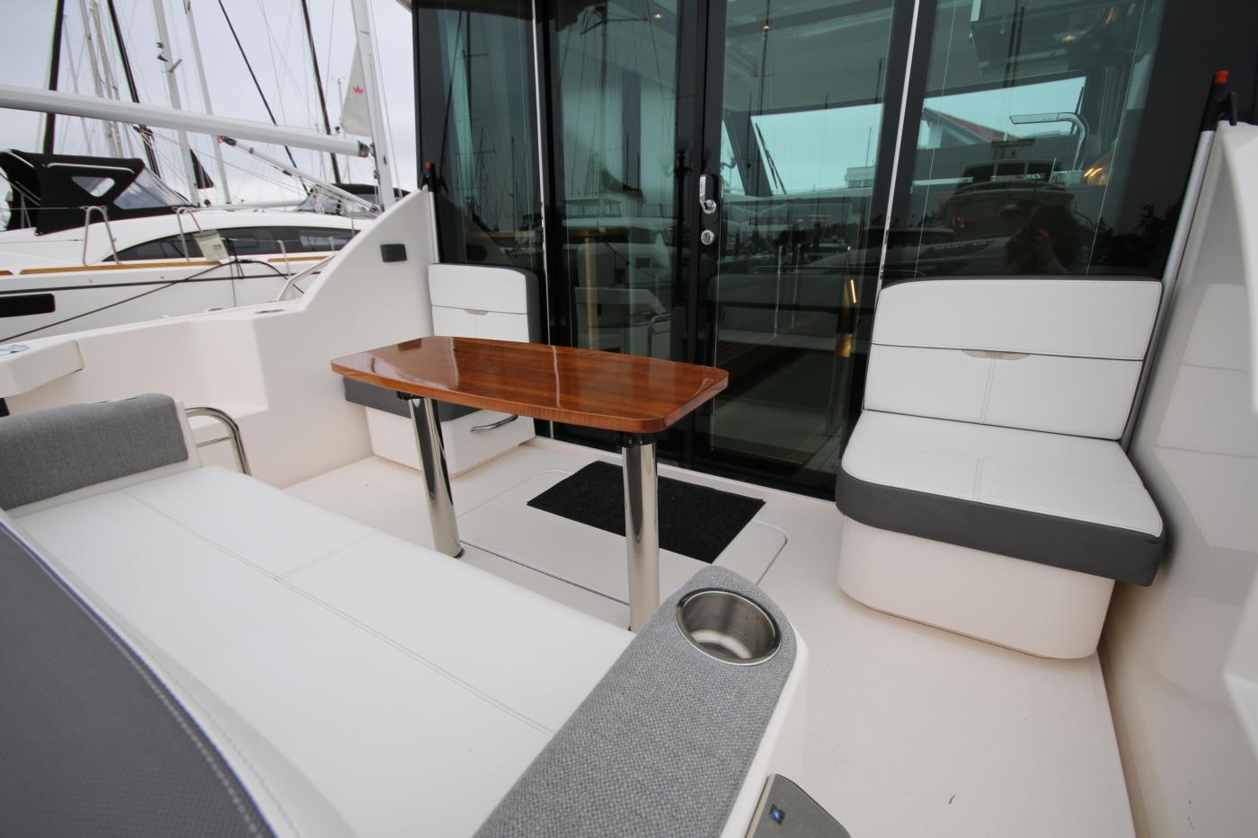 2018 Tiara Yachts 39 Coupe, Cockpit