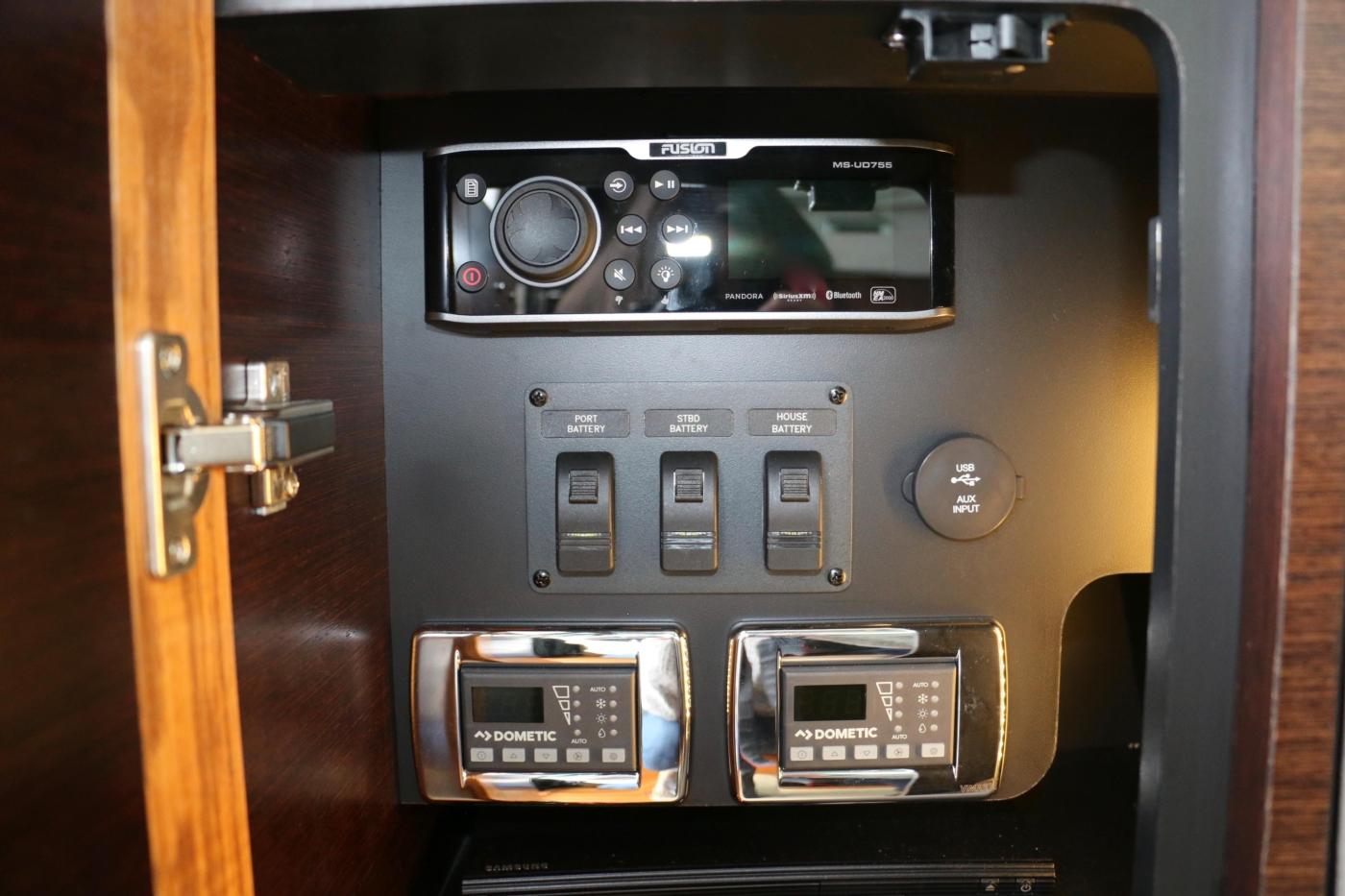 2018 Tiara Yachts 39 Coupe, Aircon Controls