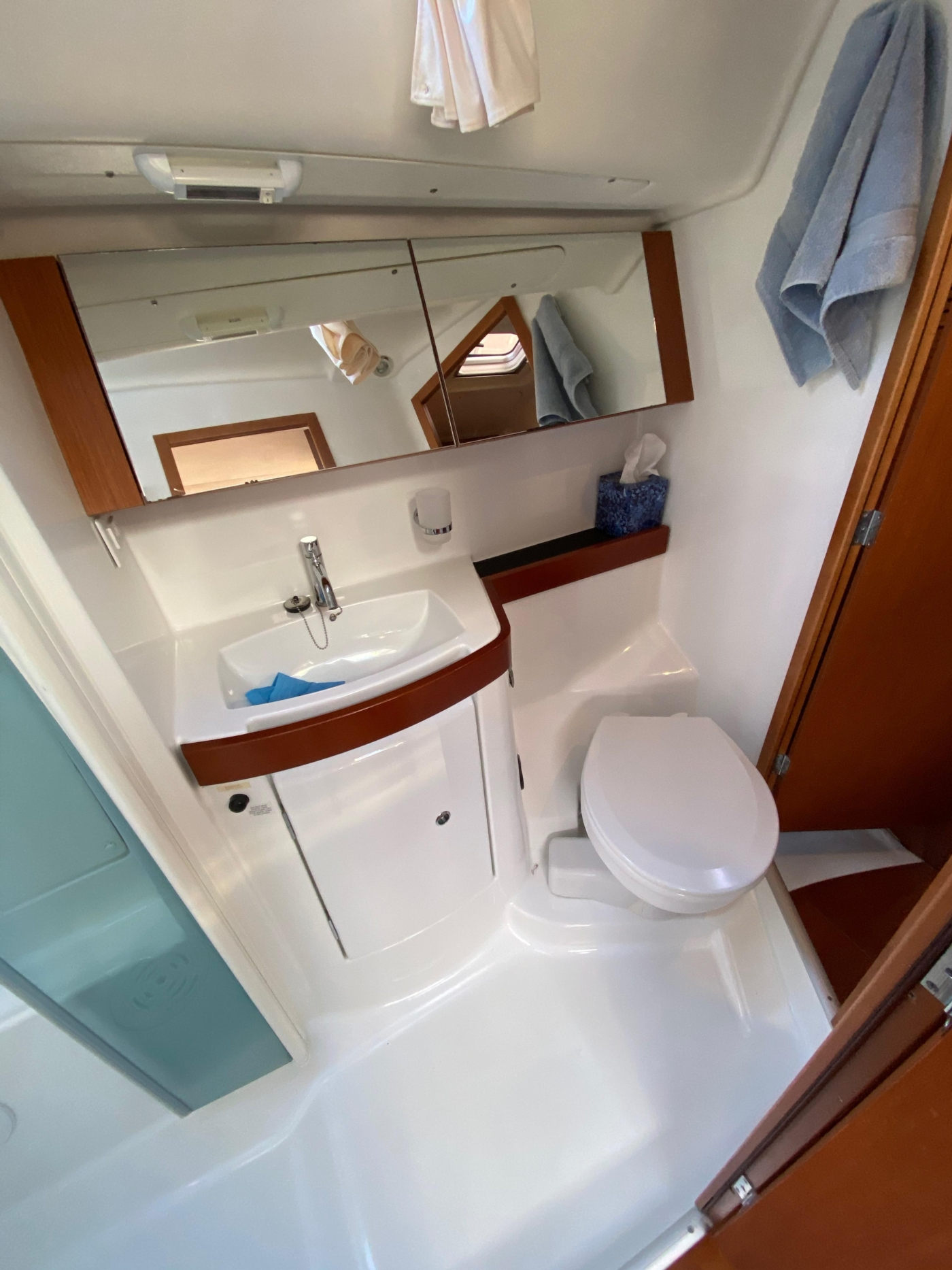 2010 Beneteau Oceanis 40, Ensuite Head and Shower
