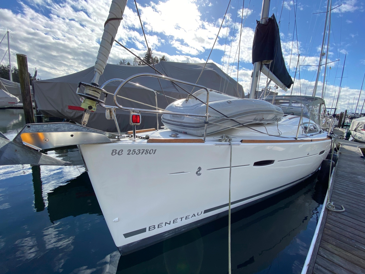 2010 Beneteau Oceanis 40, Forward Portside Profile