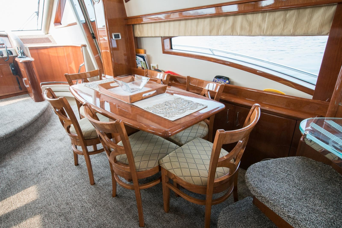 2006 Marquis Motor Yacht, Dining area