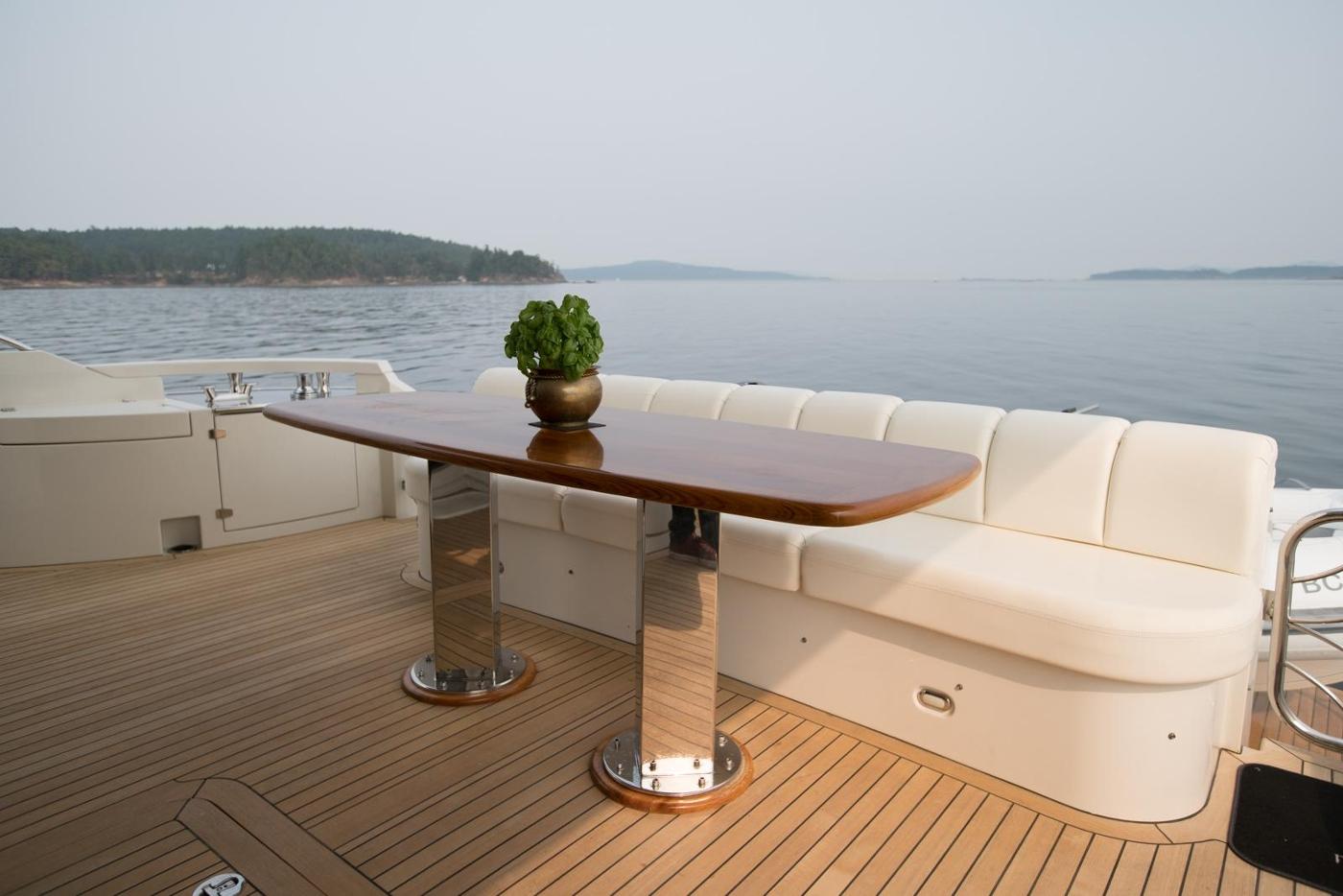 2006 Marquis Motor Yacht, Aft deck settee