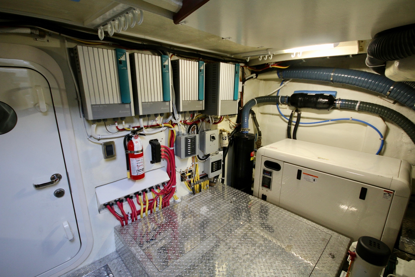 2006 Marquis Motor Yacht, Chargers & inverter