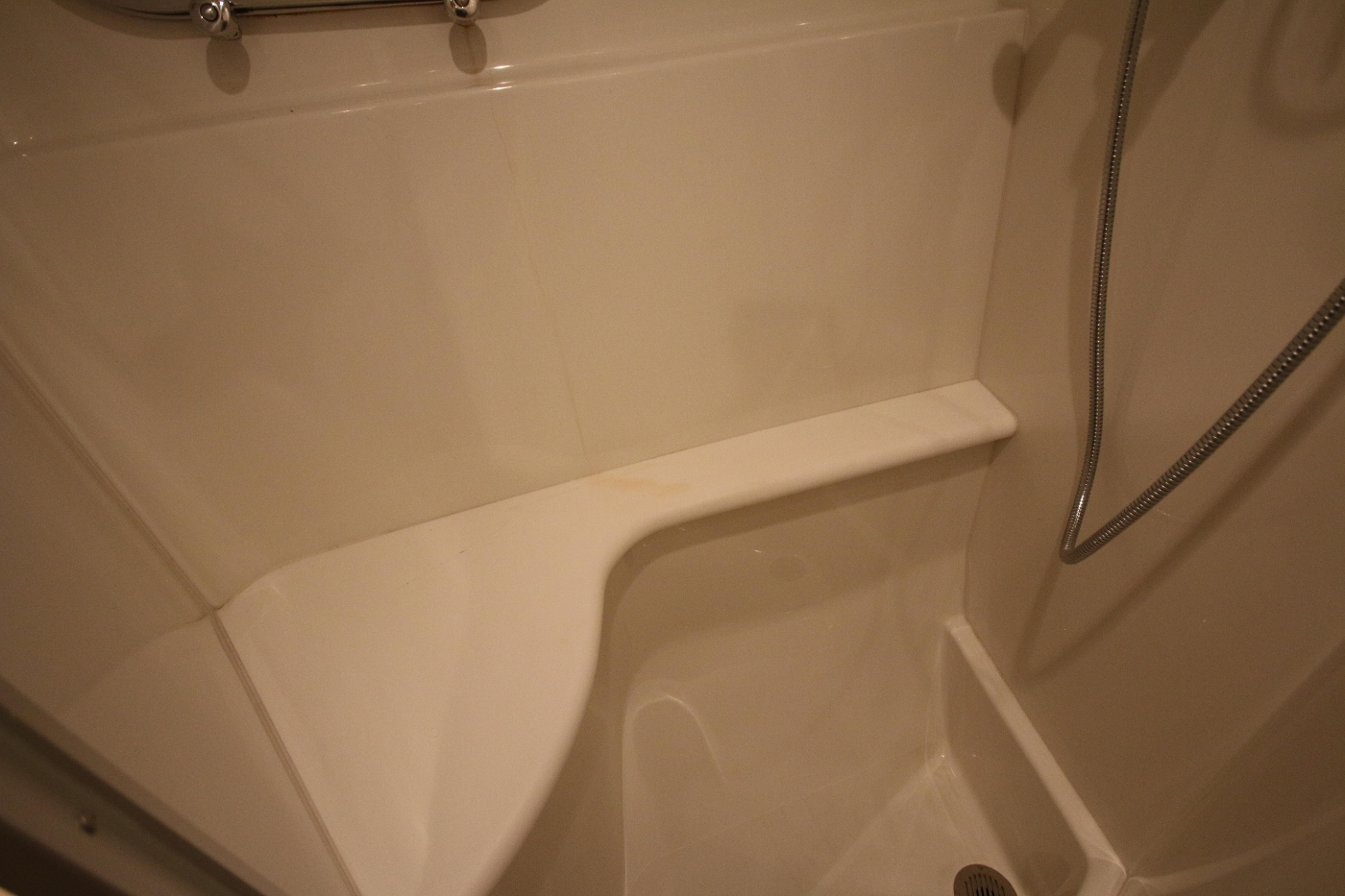 2006 Marquis Motor Yacht, Shower seat