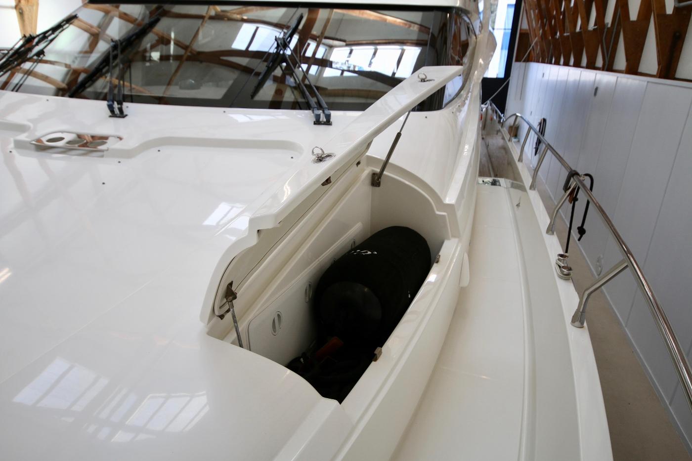 2006 Marquis Motor Yacht, Storage