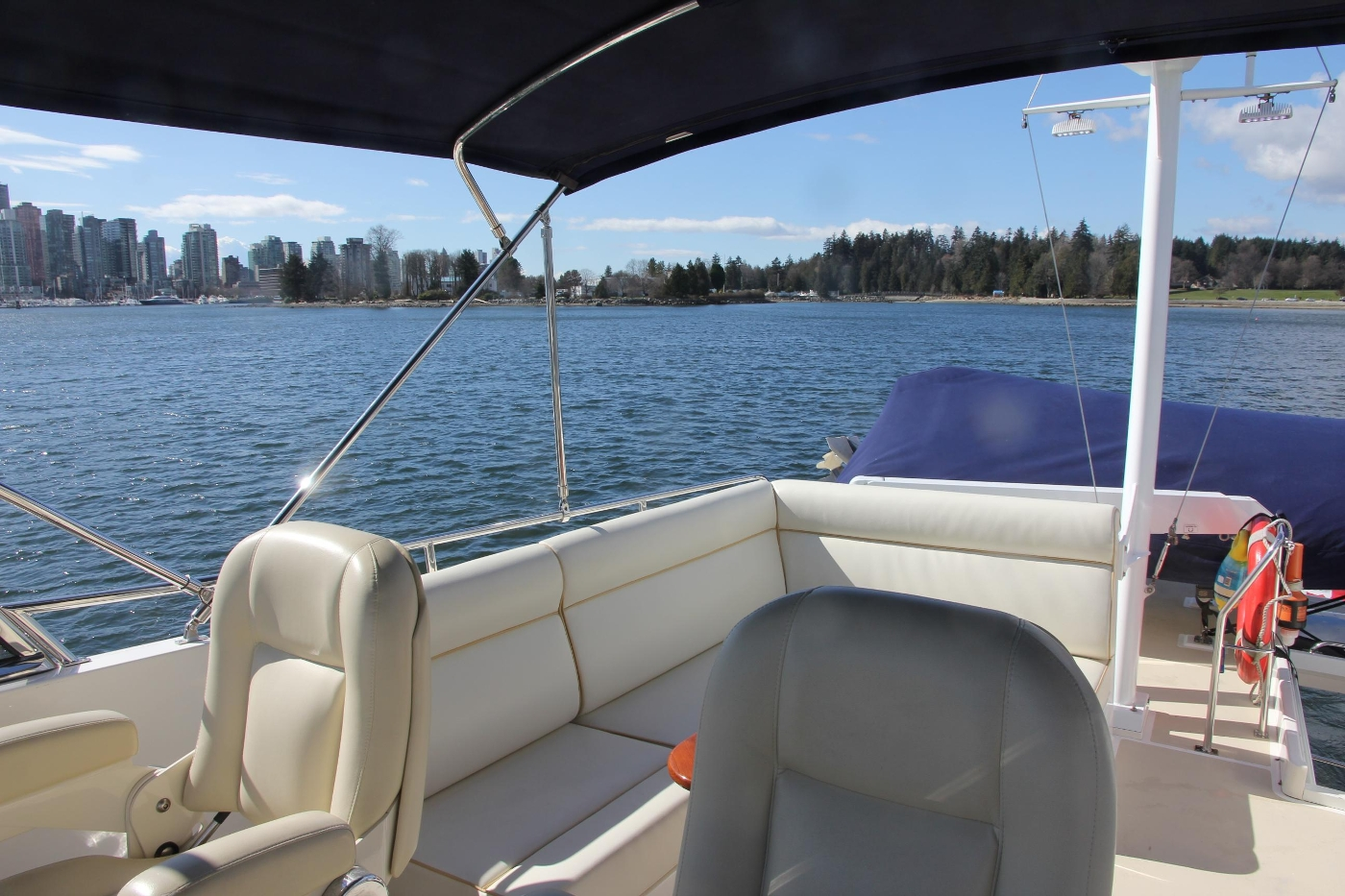 2009 Grand Banks 47 Europa, Starboard Settee