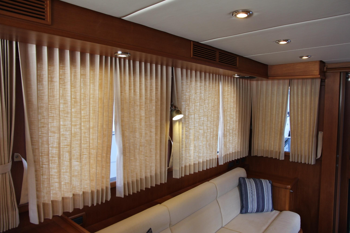 2009 Grand Banks 47 Europa, Window Coverings