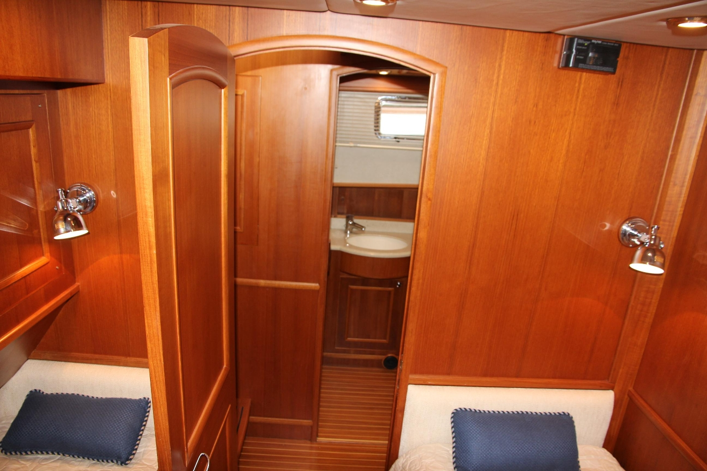 2009 Grand Banks 47 Europa, Guest Cabin Twin Berths