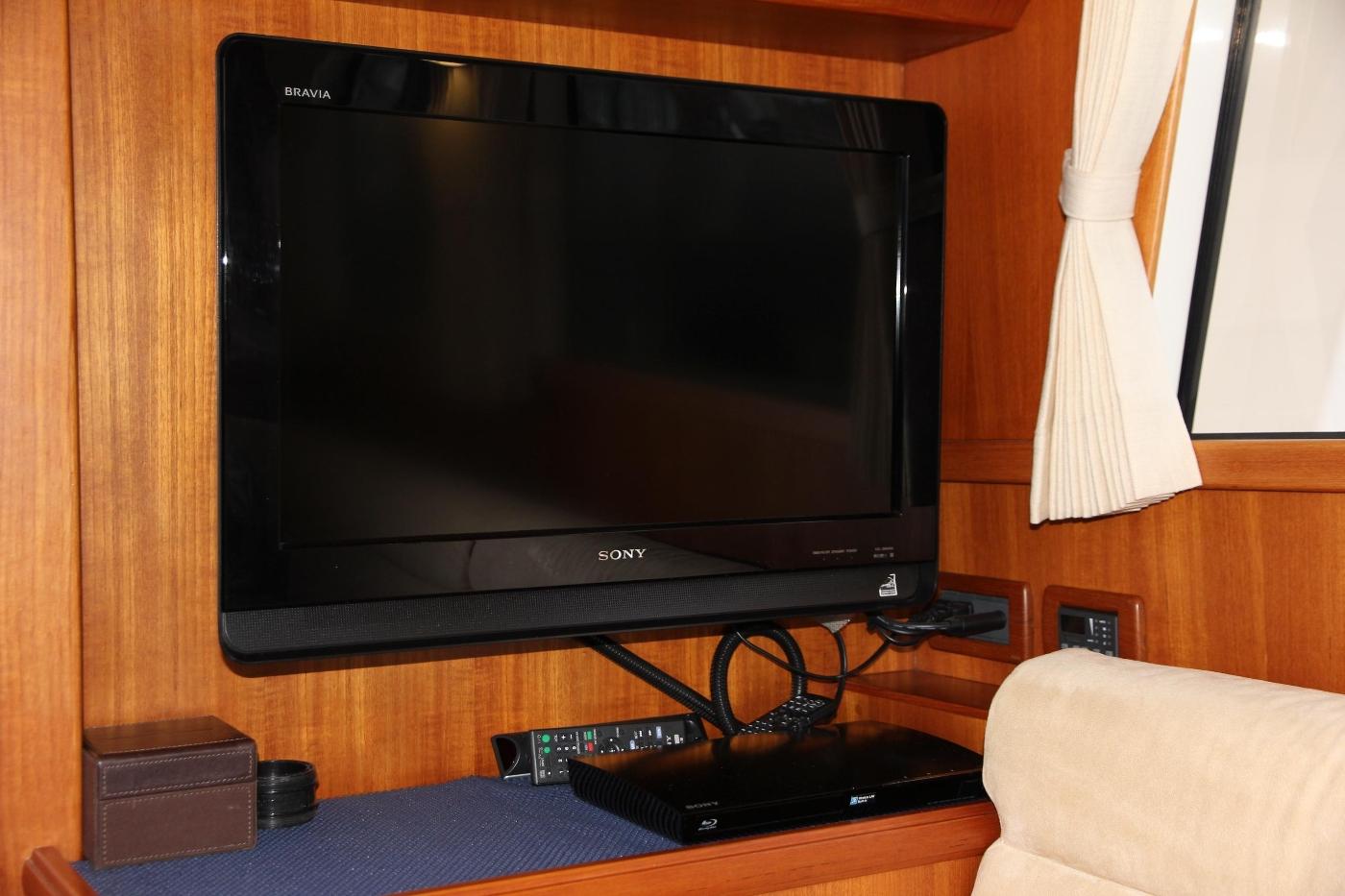 2009 Grand Banks 47 Europa, Flatscreen Television